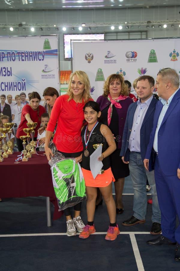 Download Tennistoernooien Voor Prijzen Van Elena Vesnina Redactionele Stock Afbeelding - Afbeelding bestaande uit elena, heden: 107705444