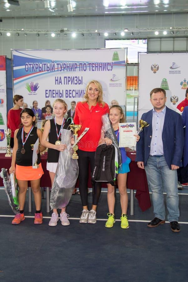 Download Tennistoernooien Voor Prijzen Van Elena Vesnina Redactionele Foto - Afbeelding bestaande uit adler, wedstrijd: 107705471