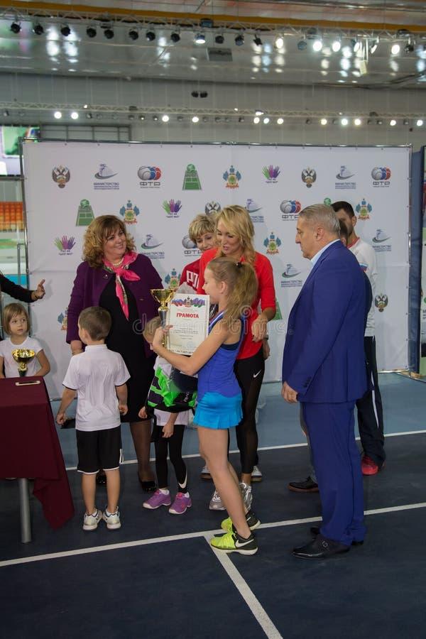 Download Tennistoernooien Voor Prijzen Van Elena Vesnina Redactionele Fotografie - Afbeelding bestaande uit toernooien, wedstrijd: 107705522