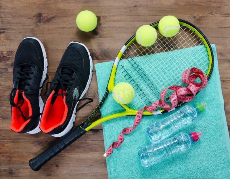 Tennisutrustninguppsättning royaltyfri fotografi