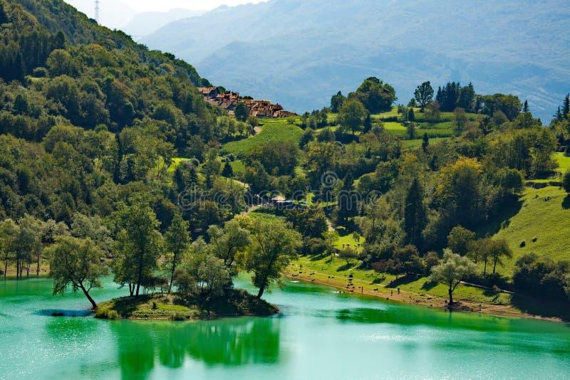 Tenno del lago un lago della montagna in Italia fotografie stock