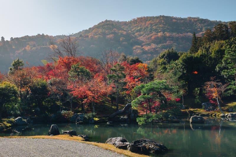 Tenryu-ji świątynia i Sogenchi ogród z jesienią przyprawiamy kolorowego obrazy royalty free