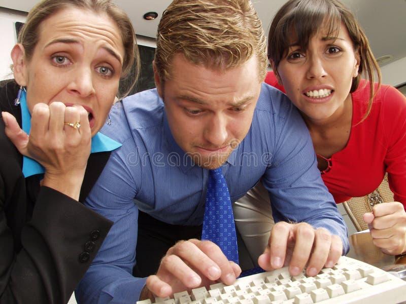 Tensión del trabajo en equipo. imagen de archivo libre de regalías