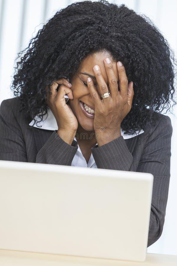 Tension de femme d'affaires de femme d'Afro-américain images stock