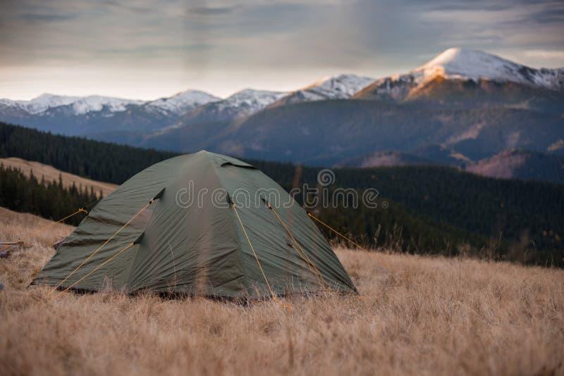 Tent in bergen royalty-vrije stock fotografie
