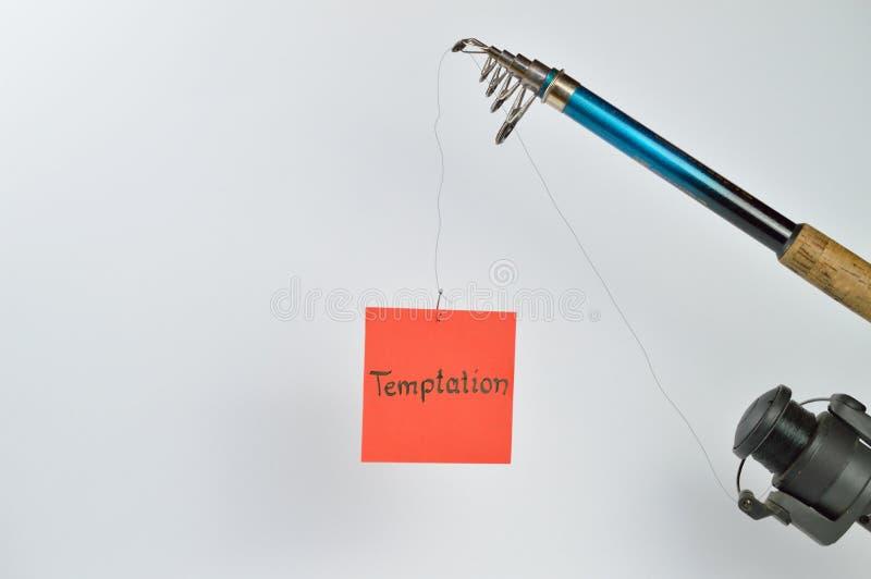 TENTACIÓN en el papel en una línea fotos de archivo