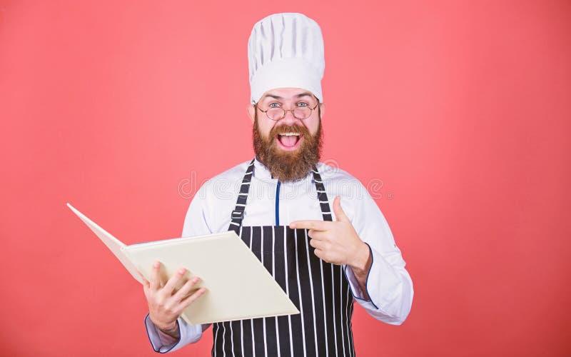 tentativa algo novo Cozinha em minha mente r Receitas do livro i Cozinheiro chefe farpado do homem fotos de stock