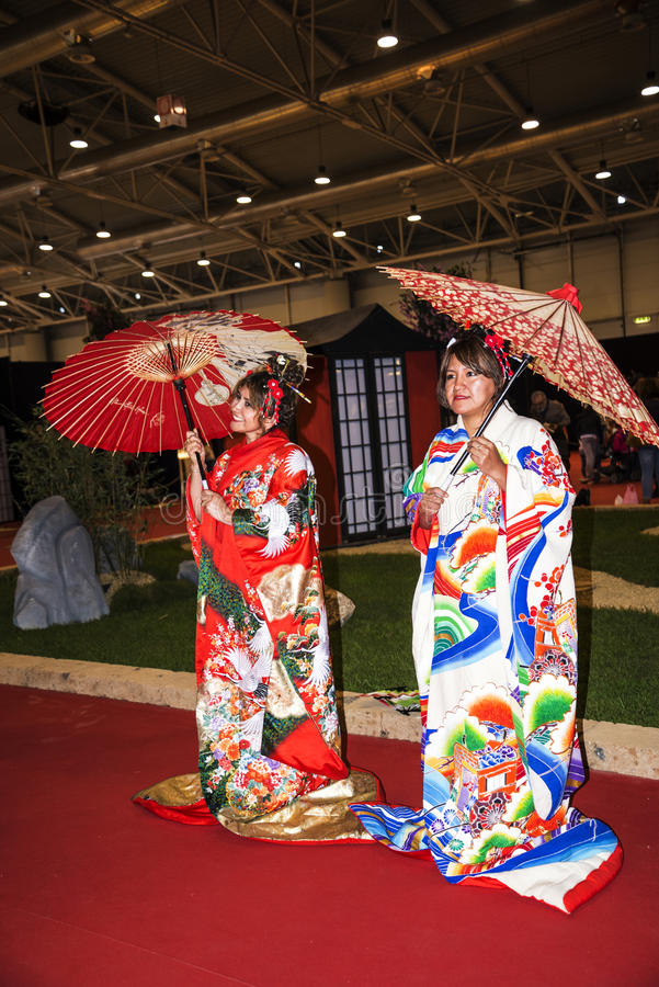 Tentativa em trajes japoneses no festival do Oriente em Roma Itália fotos de stock