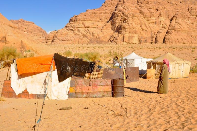 Tente de Berber dans le désert de rhum de Wadi photo stock