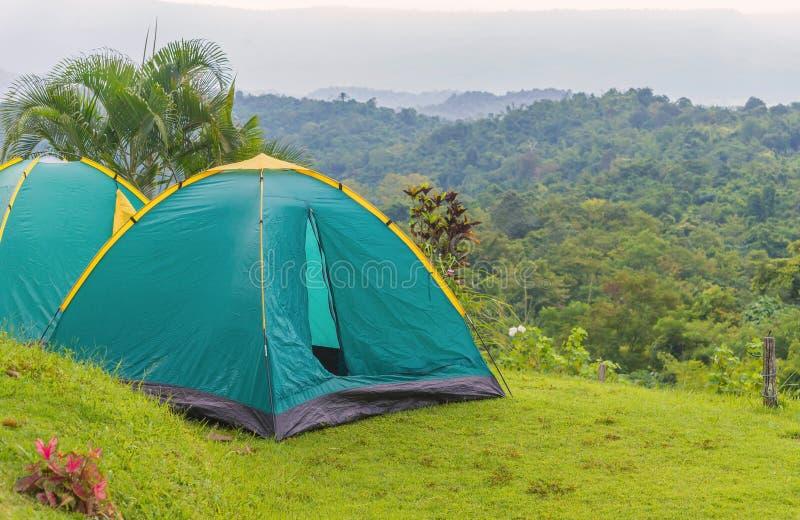 Tente de camping dans le terrain de camping au parc national photo stock