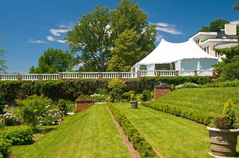 Tente et jardin de réception photographie stock