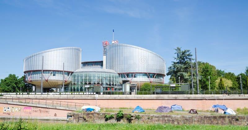 Tenten buiten het Europese Hof van Rechten van de mens stock foto