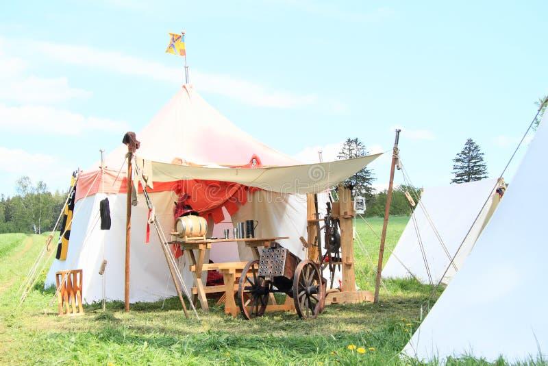 Tentes dans le camp historique photographie stock