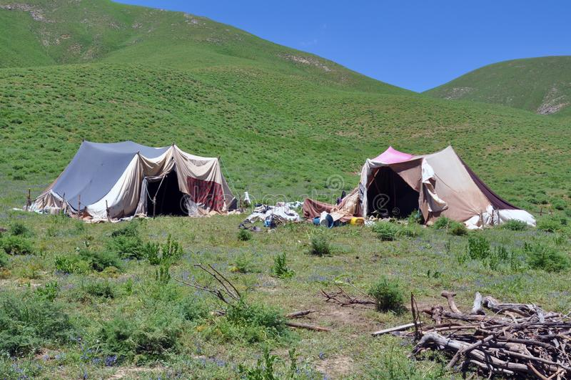 Tentes nomades sur le flanc de coteau, Turquie image libre de droits