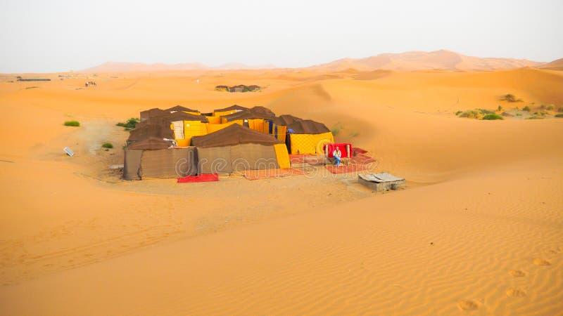 Tentkamp voor toeristen in zandduinen van de Sahara, Marokko stock foto's