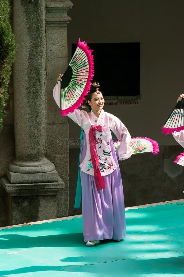 Tentoonstelling van Koreaanse dans stock fotografie