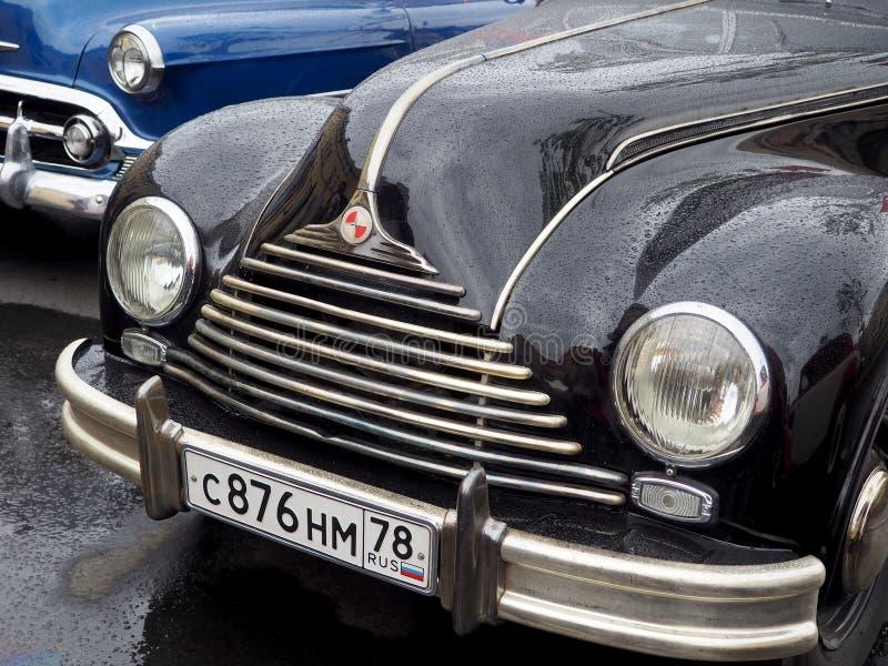 Tentoonstelling van retro auto's op de straten van de stad stock fotografie