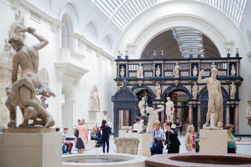 Tentoonstellingszaal van Victoria en Albert Museum stock afbeeldingen