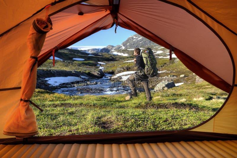 Tentvooruitzicht in Noorwegen royalty-vrije stock fotografie
