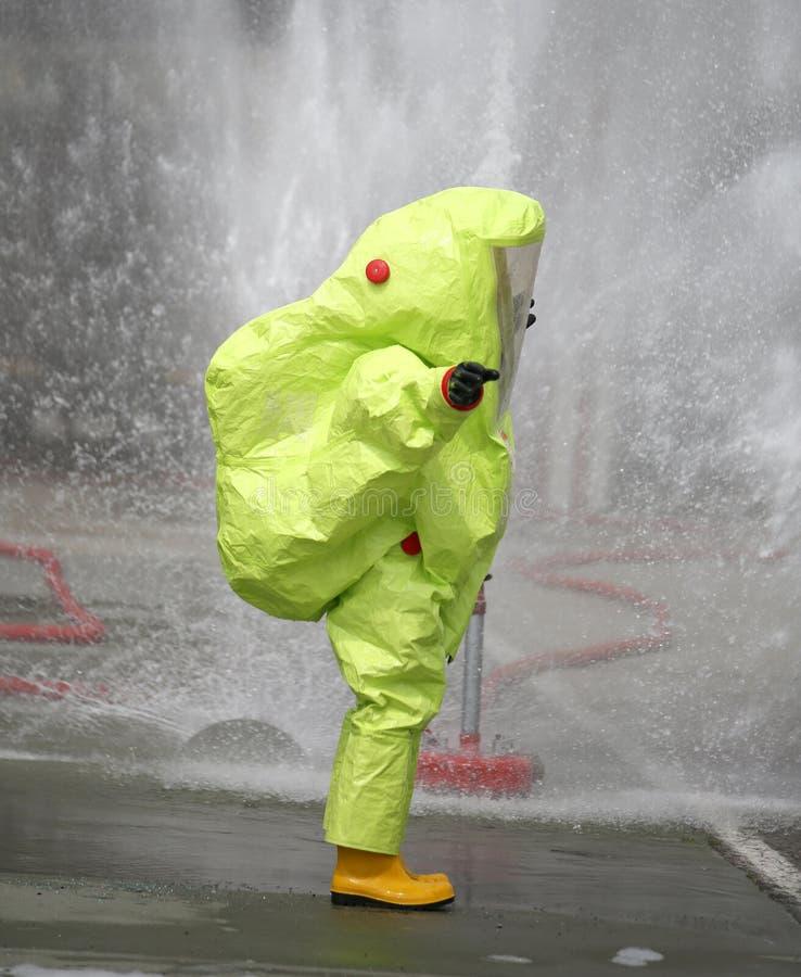 tenue de protection contre l'attac chimique et bactériologique de virus photographie stock