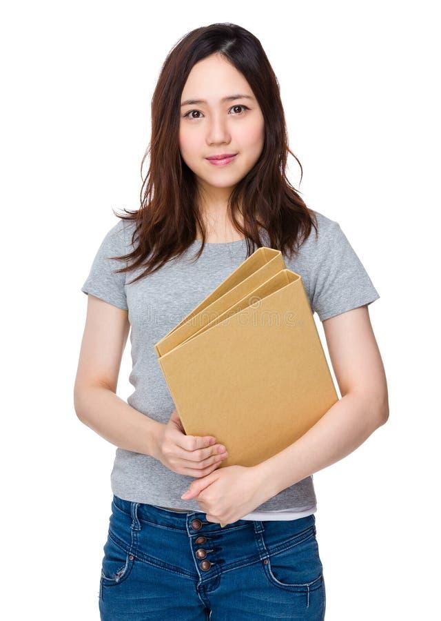 Download Tenuta Asiatica Della Donna Con La Cartella Fotografia Stock - Immagine di giapponese, asiatico: 55356568