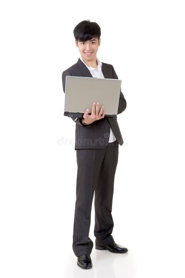Tenuta dell'uomo d'affari un computer portatile fotografia stock
