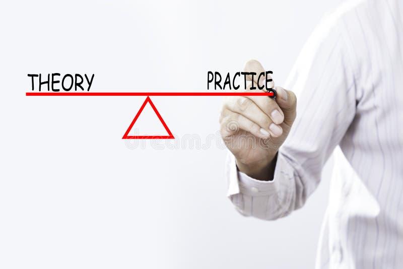 A teoria e a prática do desenho da mão do homem de negócios equilibram - o negócio foto de stock royalty free