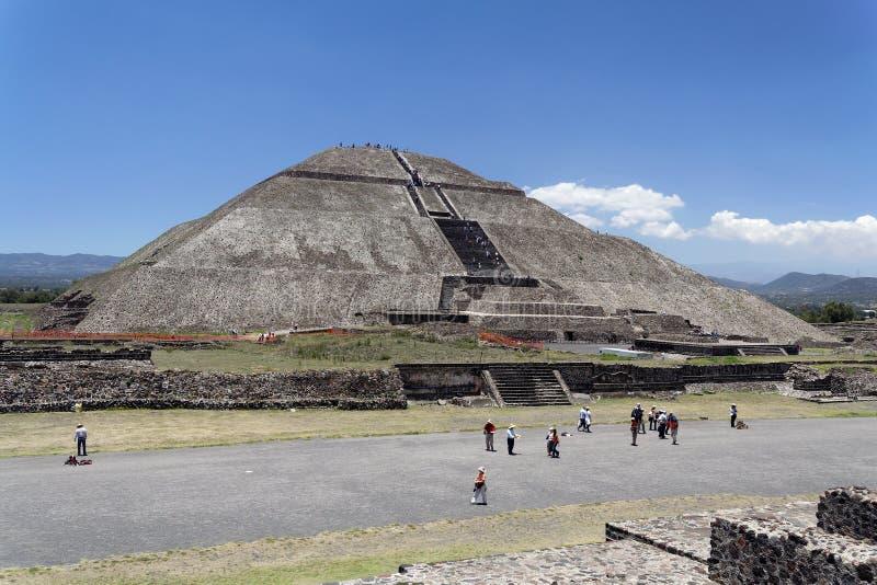 teotihuacan金字塔的星期日 免版税图库摄影