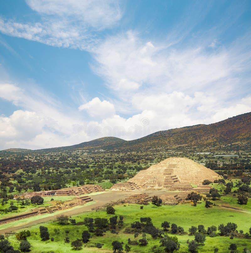 Teotihuacan, Mexico, Piramide van de maan en de weg van D stock foto's