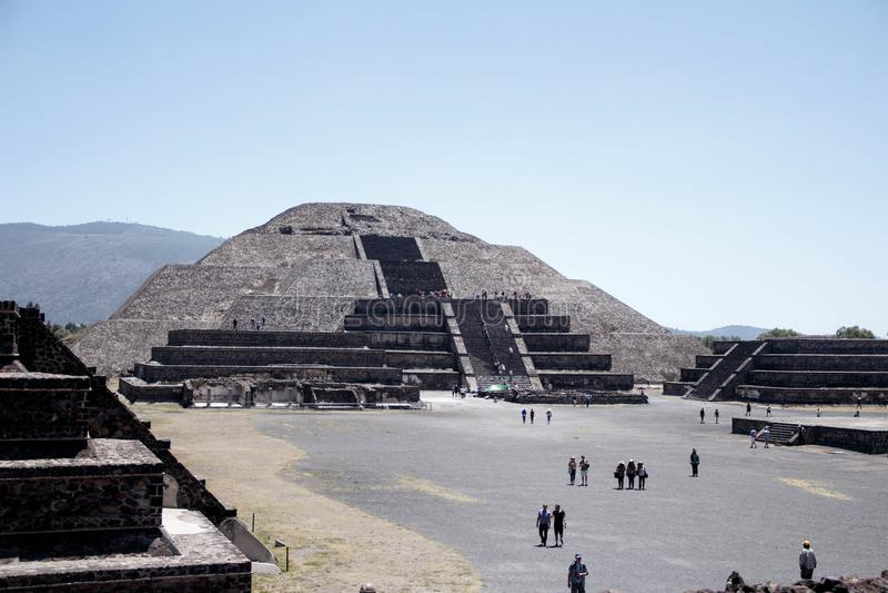 Teotihuacan słońca ostrosłup, Mexico-2 - po drugie wielki w Nowym świacie po Wielkiego ostrosłupa Cholula fotografia stock