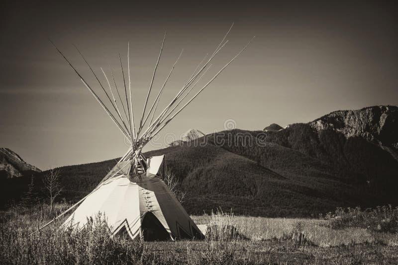Tepee dans le Grandes Plaines d'Alberta photographie stock libre de droits