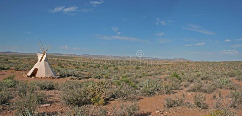 Tepee nel deserto fotografie stock libere da diritti