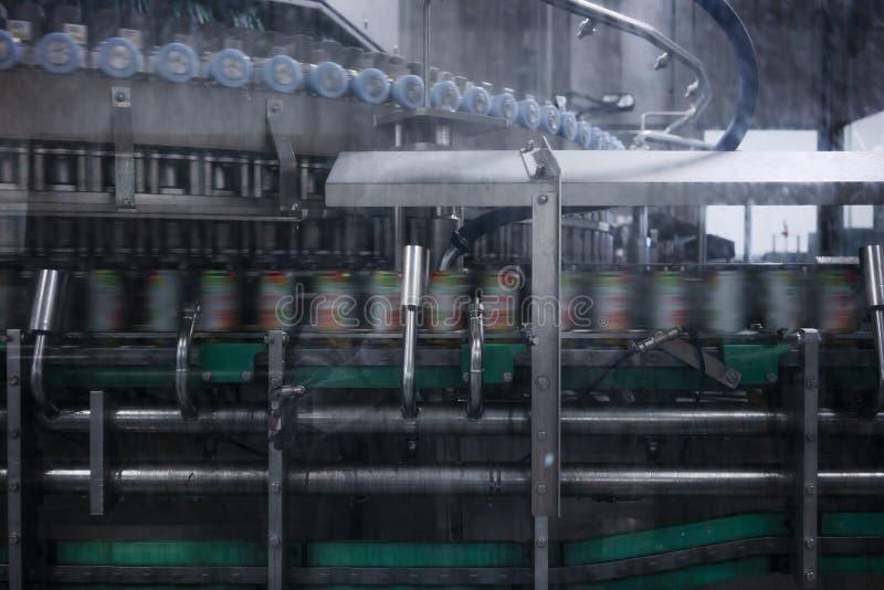 Teppich in der Getränkefabrik, Kühlmittel, zum mit Geschwindigkeit zu überschreiten stockfotos