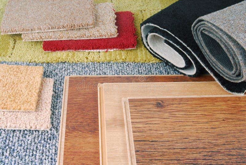 Teppich und lamellenförmig angeordnete Wahl lizenzfreies stockfoto