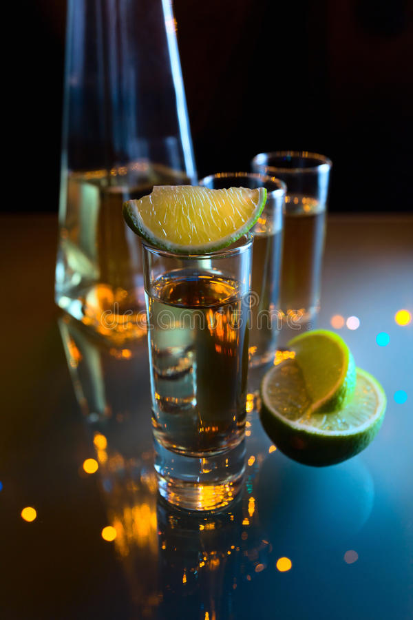 Tequila en kalk. stock fotografie