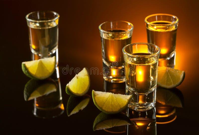 Tequila en kalkplakken stock fotografie