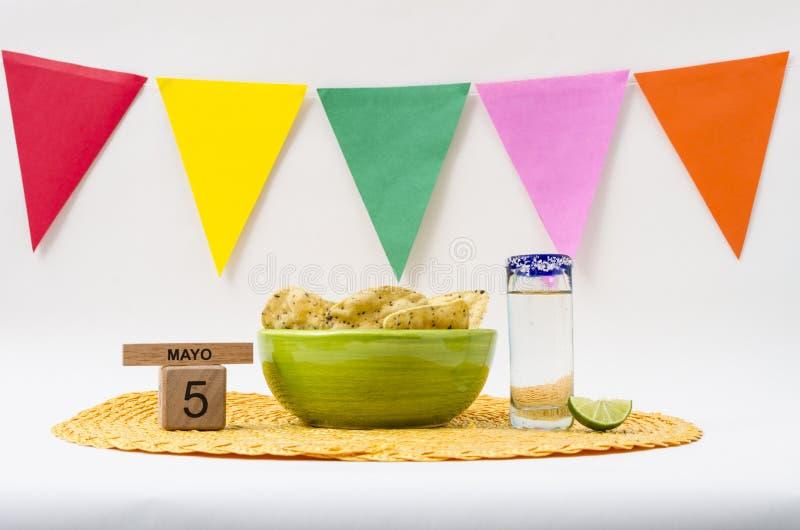 Tequila et guacamole pour la c?l?bration de Cinco de Mayo photo stock