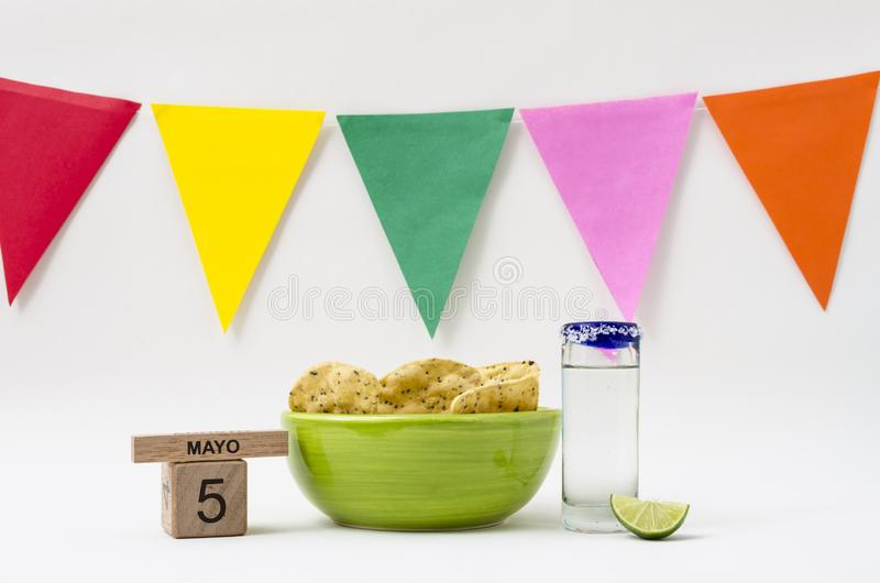 Tequila et guacamole pour la c?l?bration de Cinco de Mayo photographie stock