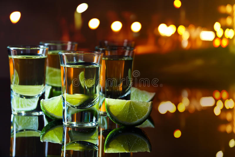 Tequila y cal fotografía de archivo