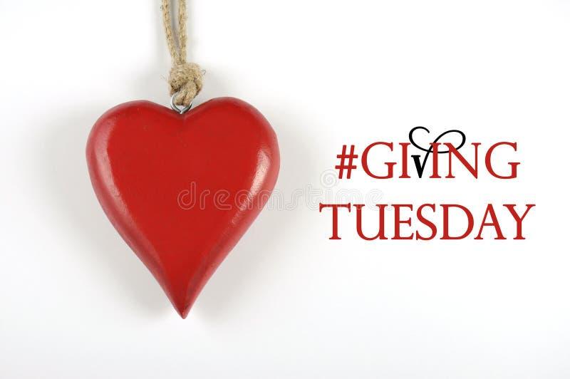 Terça-feira #Giving com coração vermelho no branco fotografia de stock royalty free