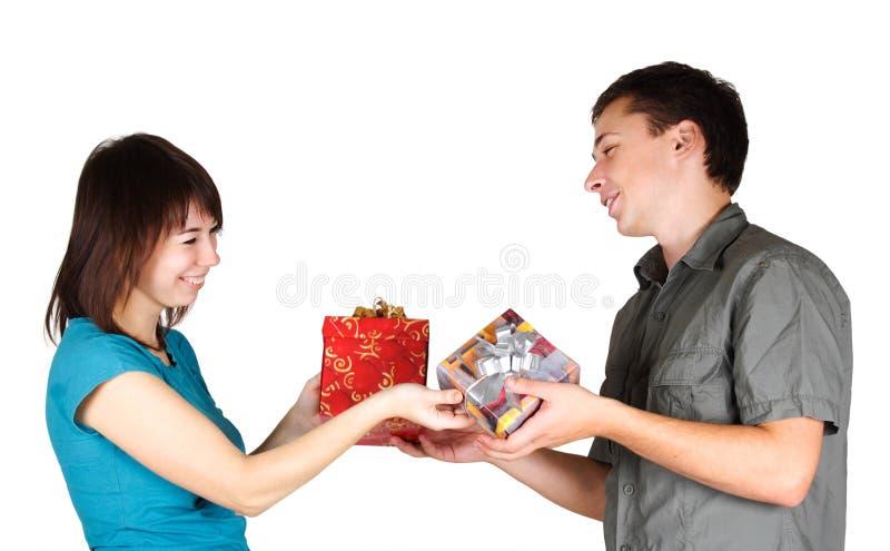 teraźniejszość prezentów dziewczyny mężczyzna inna teraźniejszość fotografia stock