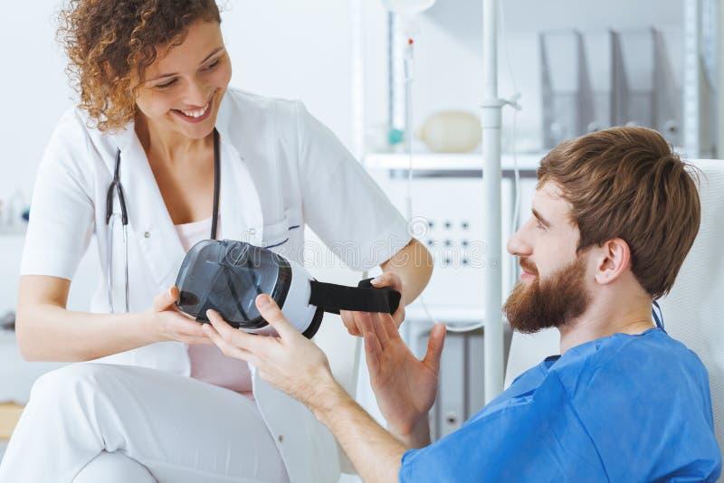 Terapeuta używa wirtualną technologię fotografia royalty free