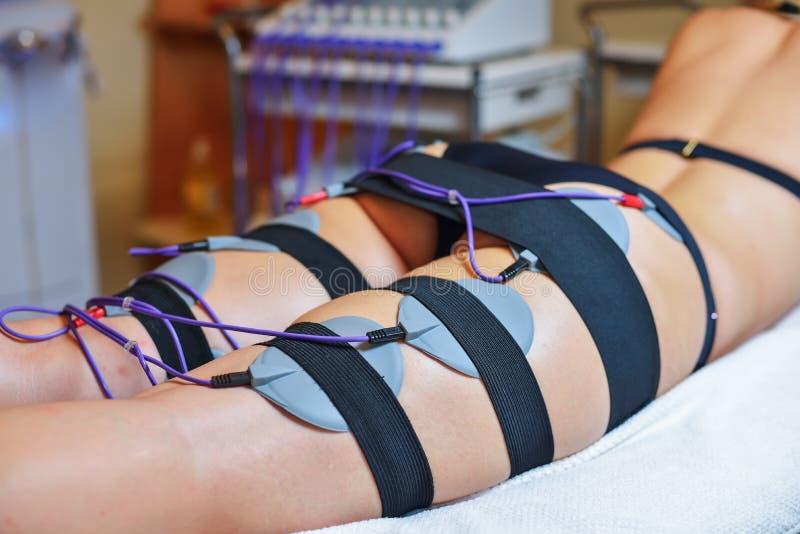 Terapi för skönhetmittelectrostimulation royaltyfri bild
