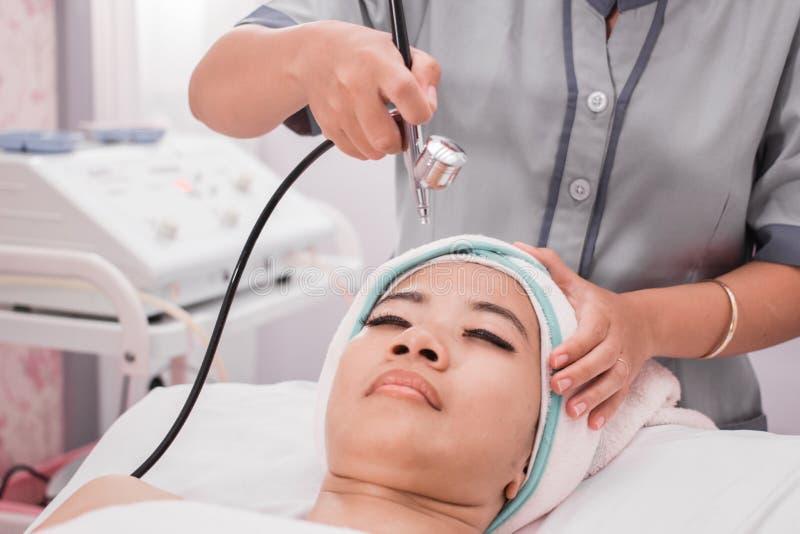 Terapia de oxigênio do tratamento da beleza imagem de stock royalty free