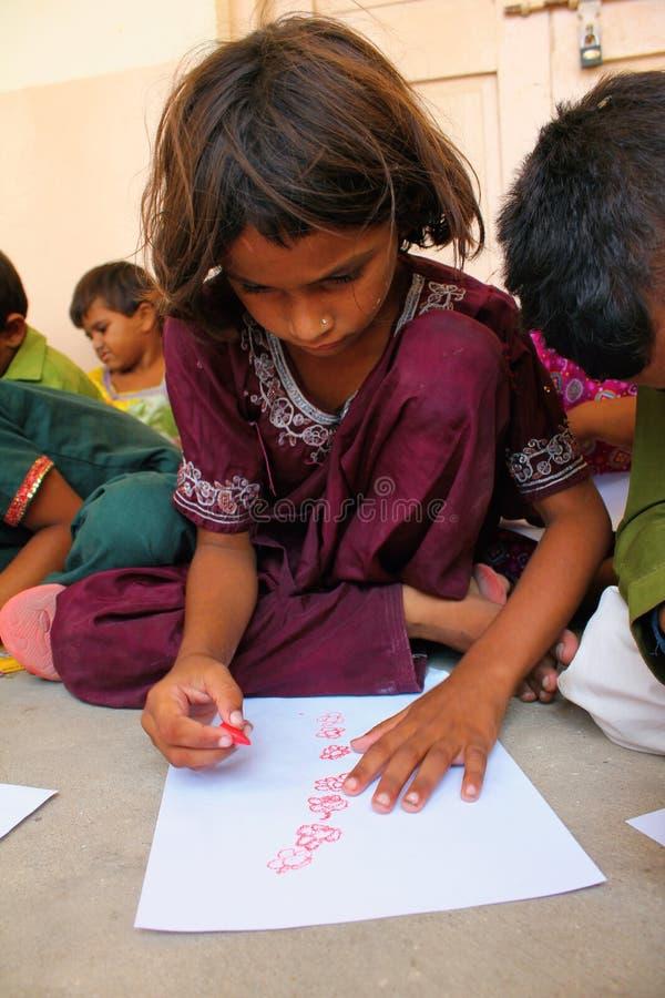 Terapia del arte para los niños del refugiado imagen de archivo