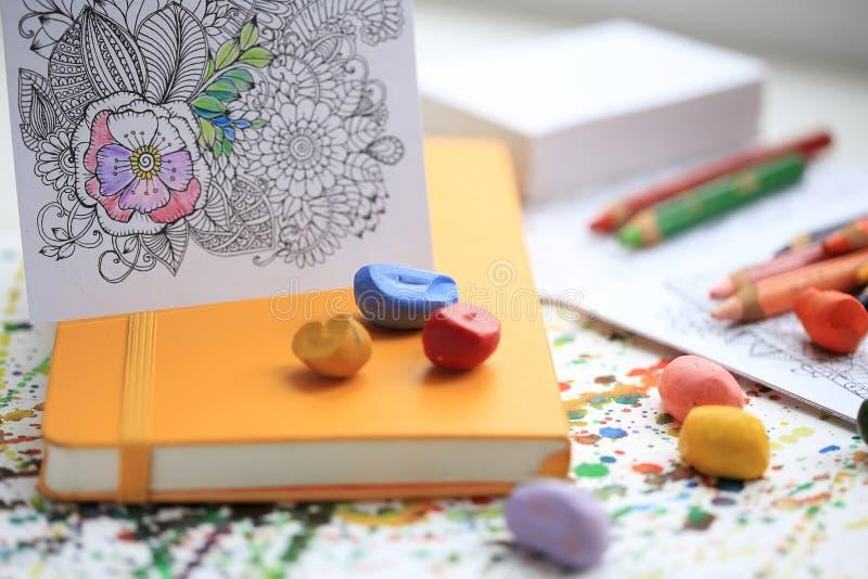 Terapia del arte y del color Libro de colorear anti del adulto de la tensión imagen de archivo libre de regalías