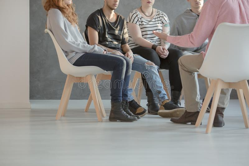 Terapia del gruppo per gli adolescenti fotografia stock