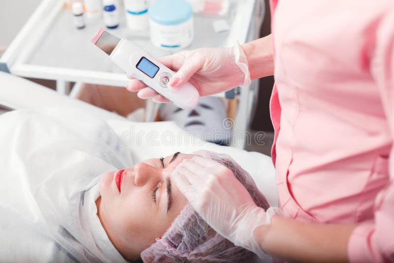 Terapia di pulizia ultrasonica fotografie stock libere da diritti