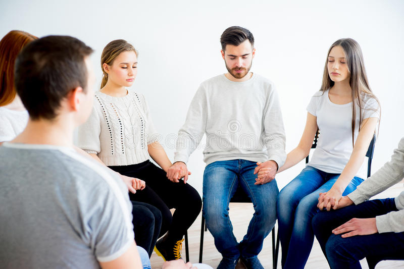Terapia do grupo na sessão imagens de stock
