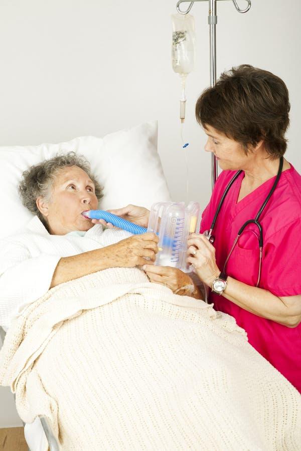 Terapia respiratoria en hospital imagenes de archivo